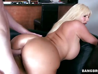 Curvy golden-haired MILF Karen Fisher gets slam screwed