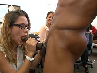 Fortunate sweetheart gets to engulf a fashionable stud's pecker