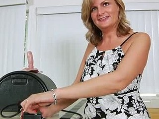 Seductive blonde mother i'd like to fuck bounces her fur pie on the sybian