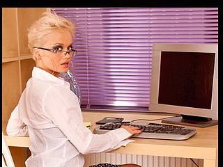 Short haired golden-haired secretary bonks her wet crack with a vibrator