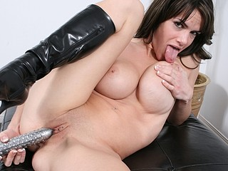 Brook Shine plays with her strong obscene cleft.
