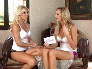 blondes in conversation
