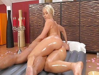 Slippery massage babe drilled