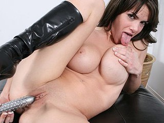 Brook Shine plays with her rock hard moist crack.