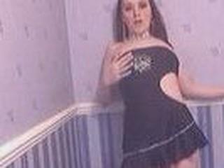 Hotty in short dress dances