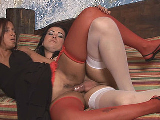 Nicole&Suzy t-girl screwing hotty on clip