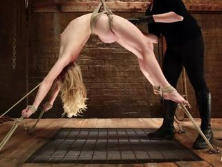 flexible blond get's her cunt exploited