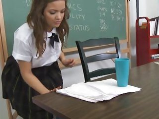 Hot schoolgirl Ashlynn Leigh acquires some supplementary classes