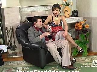 Madeleine&Monty kewl nylon feet episode
